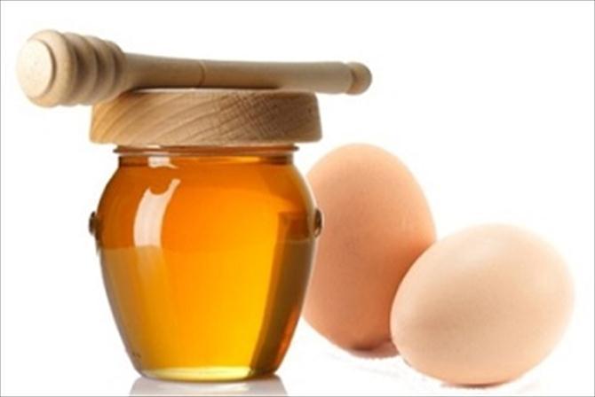 Sốt với cách trị tàn nhang bằng mật ong và trứng gà 1