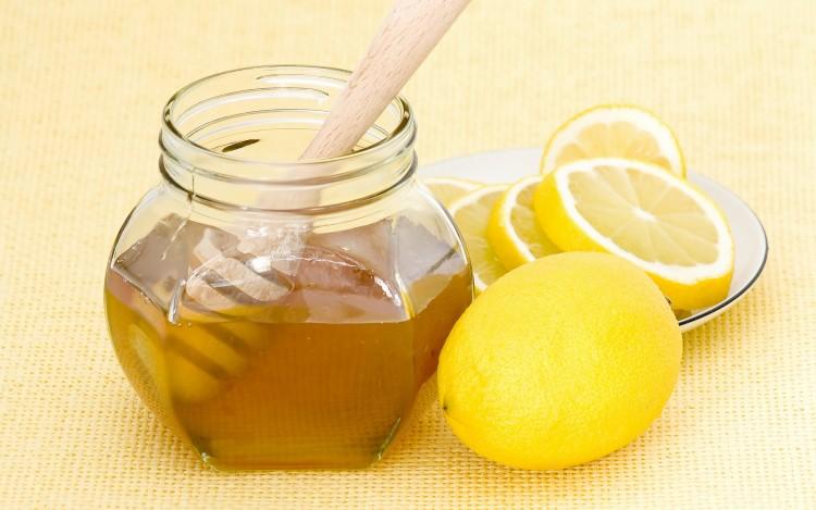 Làm trắng da mặt bằng chanh và mật ong cho làn da khô