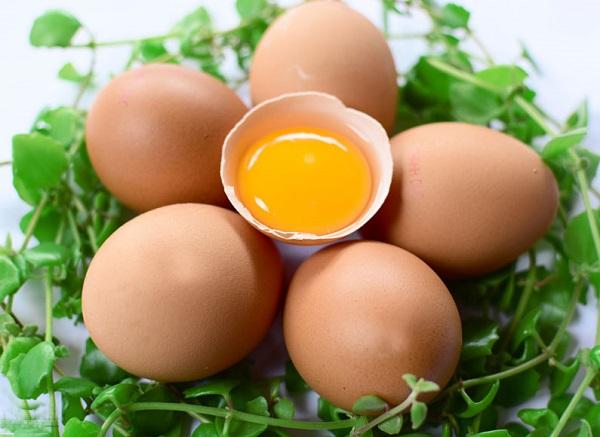 bị tàn nhang không nên ăn trứng gà