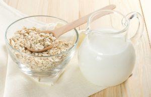 Bột yến mạch và sữa tươi