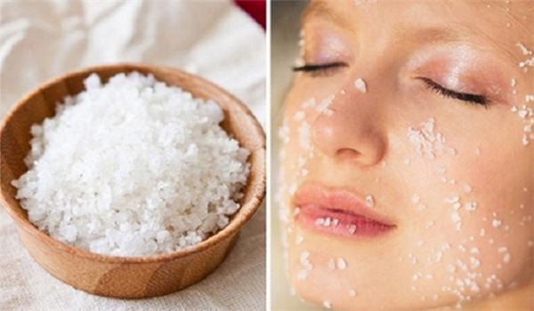 Rửa mặt bằng nước muối pha loãng hay sinh lý trị thâm tốt hơn