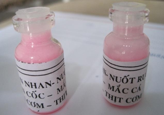 Lọ thuốc chấm tàn nhang đang được nhiều chị em sử dụng