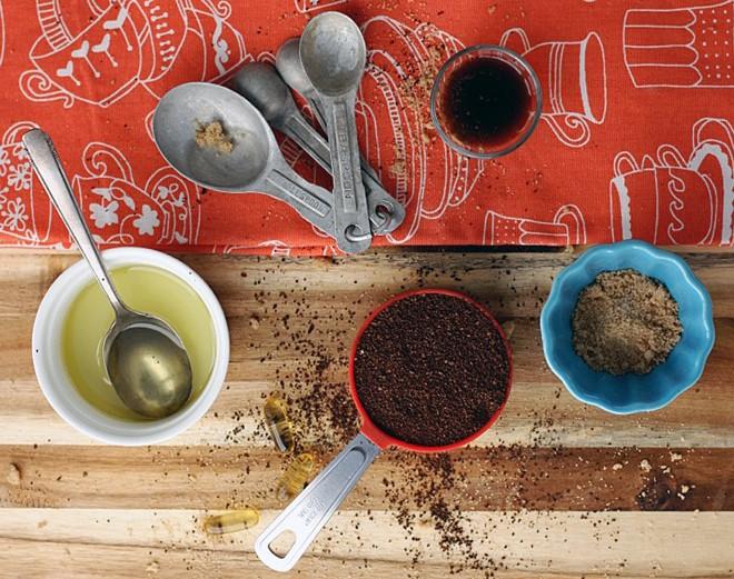 dầu dừa và bã cà phê