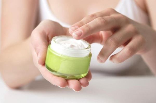 dầu dừa trộn với kem dưỡng da được không