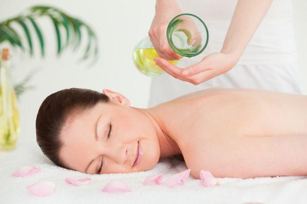 massage dầu dừa