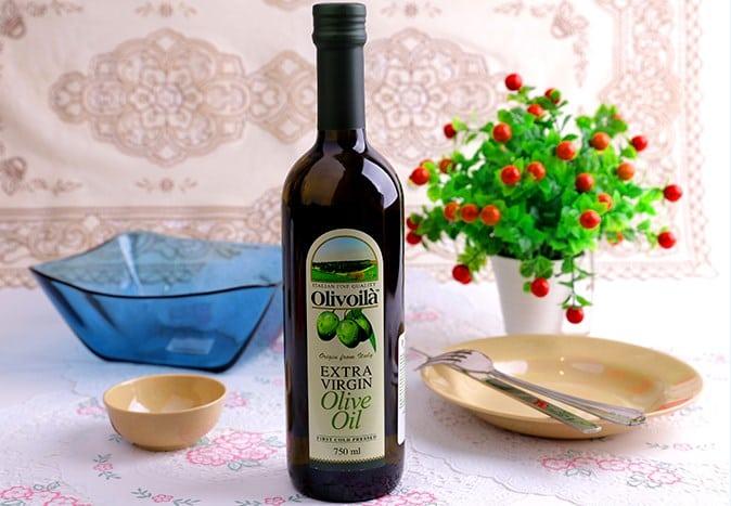 bôi dầu oliu bị nổi mụn
