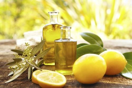 dầu oliu và chanh tươi làm trắng da