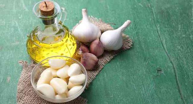 dầu oliu và tỏi