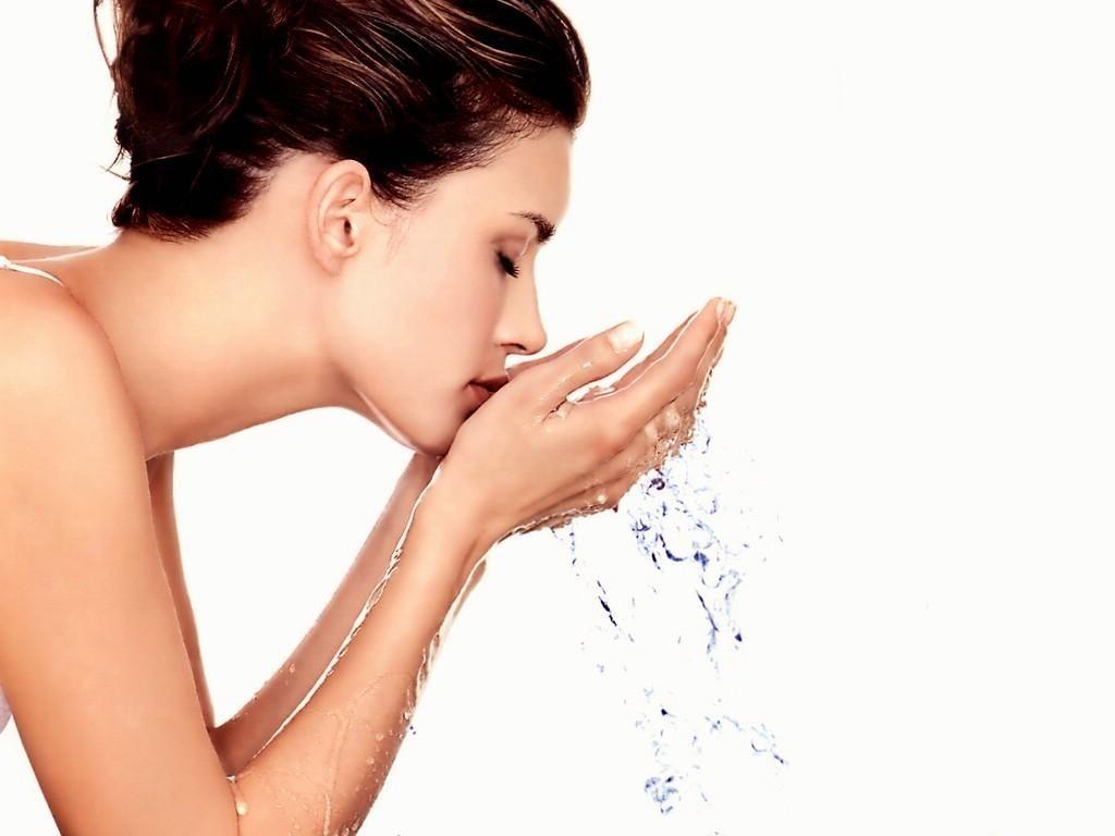 Nên rửa mặt sạch sẽ trước và sau khi đắp mặt nạ