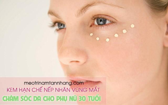Dùng kem hạn chế nếp nhăn vùng mắt cho phụ nữ tuổi 30