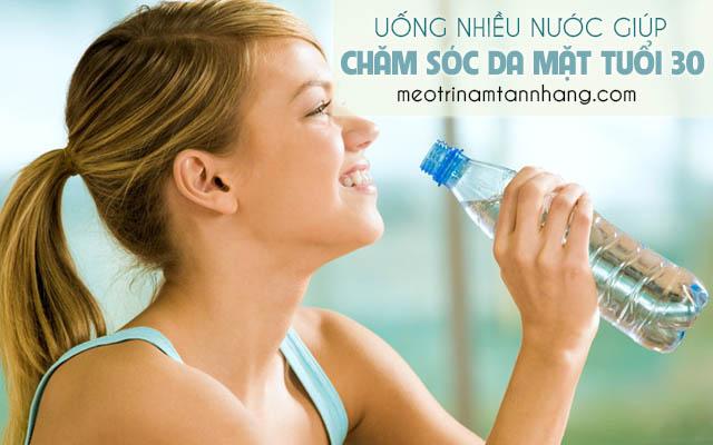 Chăm sóc da tuổi 30 bằng cách uống nhiều nước lọc