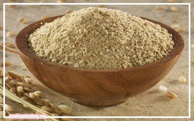 Dưỡng da mặt cho phụ nữ sau sinh bằng cám gạo