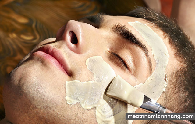 Tẩy da chết giúp chăm sóc da mặt cho nam